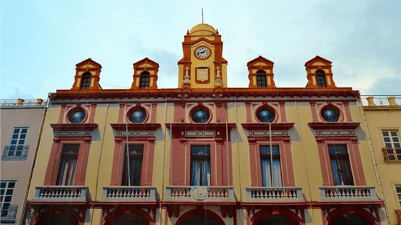 EasyFeedback Fachada de un Ayuntamiento de España
